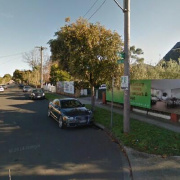 Indoor lot parking on Etna Street in Glen Huntly 維多利亞省澳大利亚