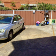 Outside parking on Meeks Street in 金斯福德 新南威尔士州澳大利亚