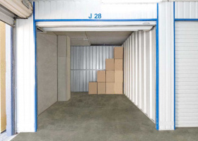 Self Storage Unit in Bohle - 9.99 sqm (Driveway).jpg