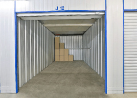 Self Storage Unit in Bohle - 16 sqm (Driveway).jpg