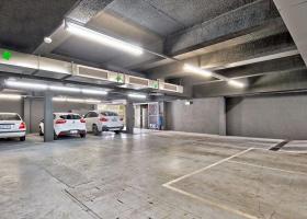 Great secure underground car bay, close to MCG.jpg