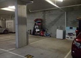 Secure Car Park Springhill. 10 min to CBD.jpg