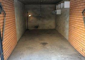 Bondi - Large lockable 24/7 access garage.jpg