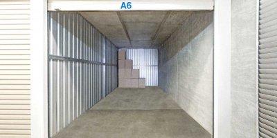 Self Storage Unit in Macgregor - 27 sqm (Driveway).jpg