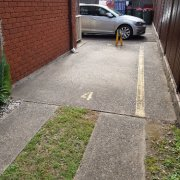 Driveway parking on High St in Mascot