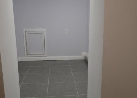 Finished basement 2nd Alcove - exclusive use of dry, large room.jpg